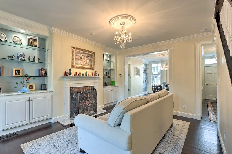 Old Town Alexandria Townhome - 2 Blocks to King St, holiday rental in Alexandria