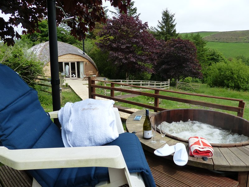 Hot tub, shared with Orchard Cottage (in background).