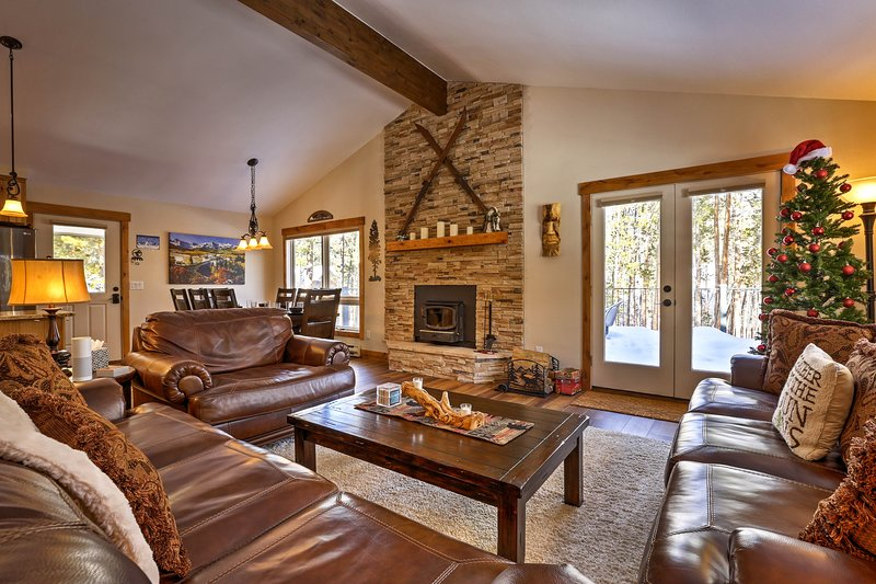 This beautiful 4BR/2.5BA vacation rental is ideal for your Keystone getaway!