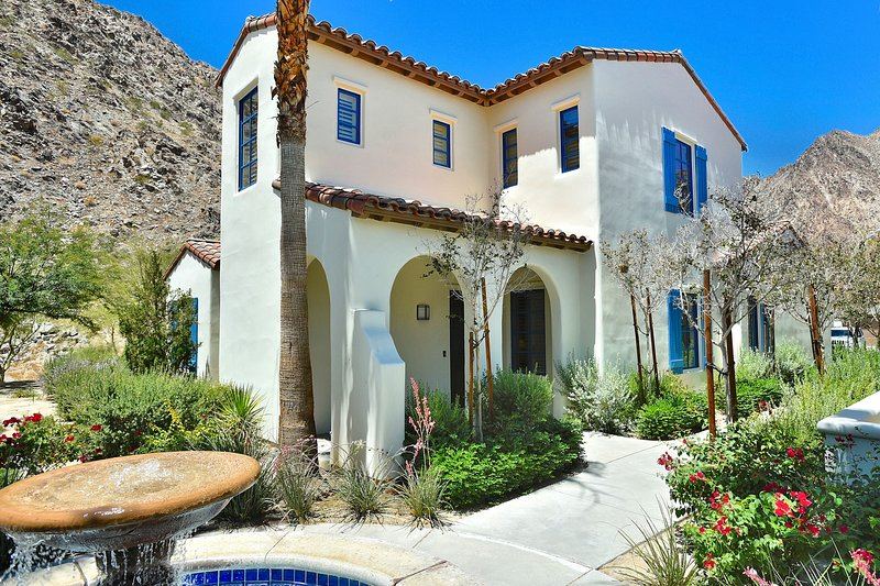 (L55) Stunning 2-Story Spanish Townhome - Views!!, holiday rental in La Quinta