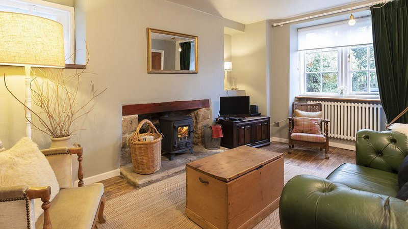 Walkley Wood Cottage - Bath stone cottage full of character and charm perfect to, vacation rental in Nailsworth