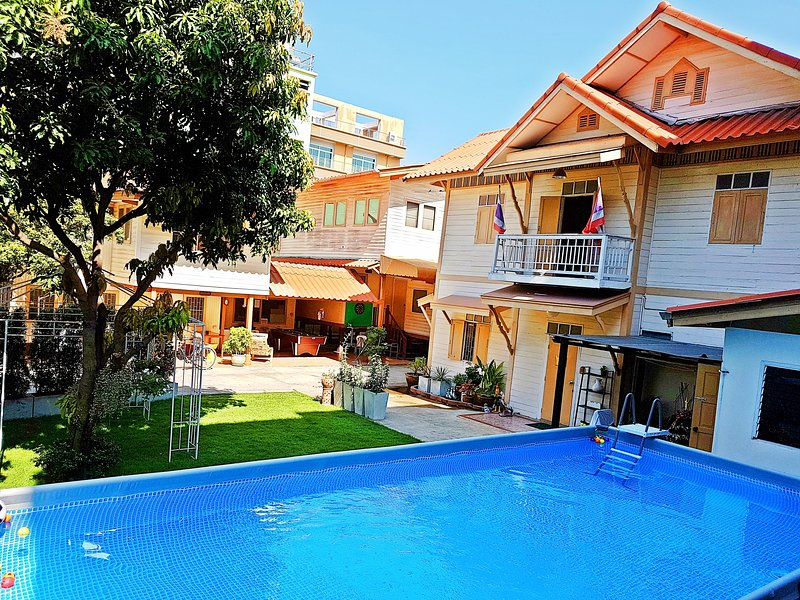 800Sqm Private Villa / Pool & Garden / Bangkok Center / Family-Friendly / 24 pax – semesterbostad i Bangkok