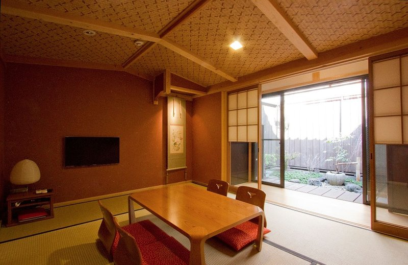 Japanese-Style Room (1F)