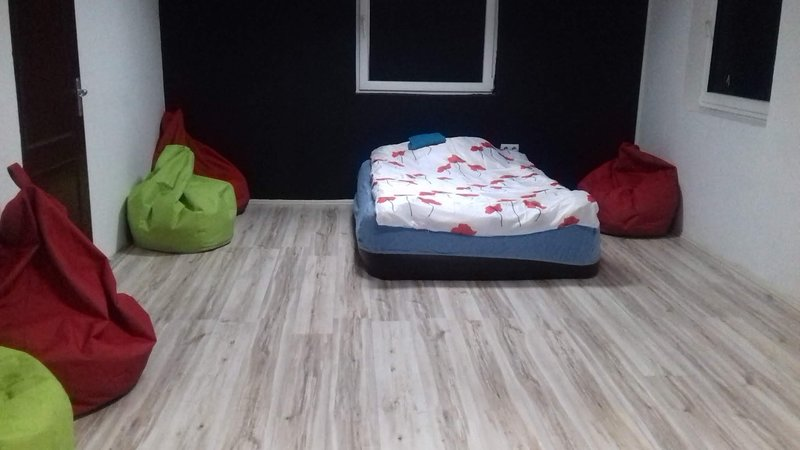 Charming, budget apartment with airbeds in Belgrade, holiday rental in Pancevo