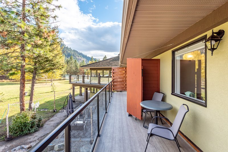 Enjoy an uninterrupted view of the Monashee Mountains
