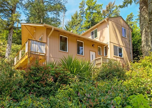 Nature Lover's Paradise Next to Cape Kiwanda State Park - Walk to Beach, holiday rental in Pacific City