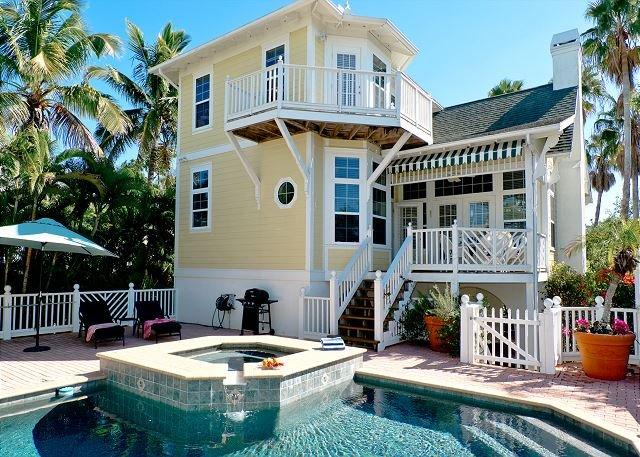 Coconut Bayou - a gem with heated pool on a fantastic location in Anna Maria, casa vacanza a Anna Maria