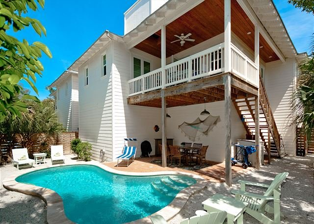 Seashell - Less than 1 minute to the beach - PRIVATE POOL and PET friendly!, holiday rental in Anna Maria