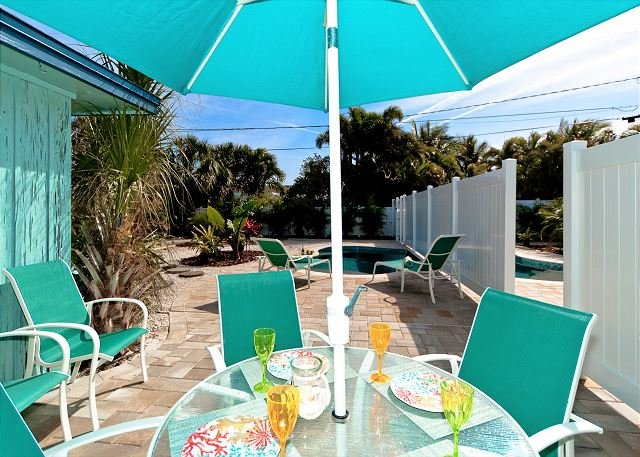 Aquaville B - a 3/1 beauty with pool in the heart of Anna Maria, pet friendly, location de vacances à Île d'Anna Maria