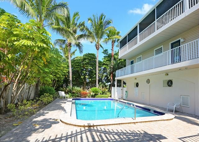 Tropical Terrace - A Townhouse 1 block to the beach - PET FRIENDLY!, holiday rental in Holmes Beach