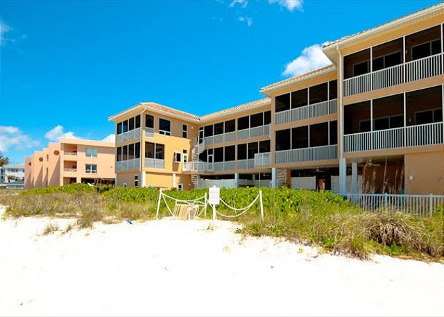 Marbella - GULF FRONT CONDO WITH BEAUTIFUL VIEW - Sleeps 4!, holiday rental in Anna Maria Island