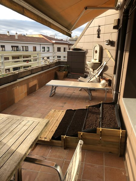 Beautiful apt with terrace & Wifi, location de vacances à Pampelune