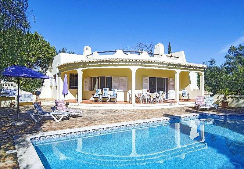 PTM26V3 Charming 3bdr villa, tennis court, large g, vacation rental in Montes de Cima