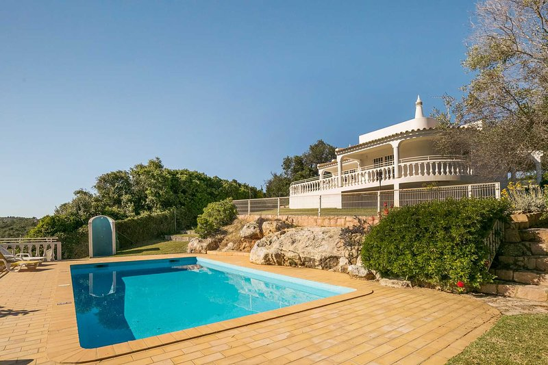 ABF53V3 Charming villa w/ large exterior area, holiday rental in Patroves