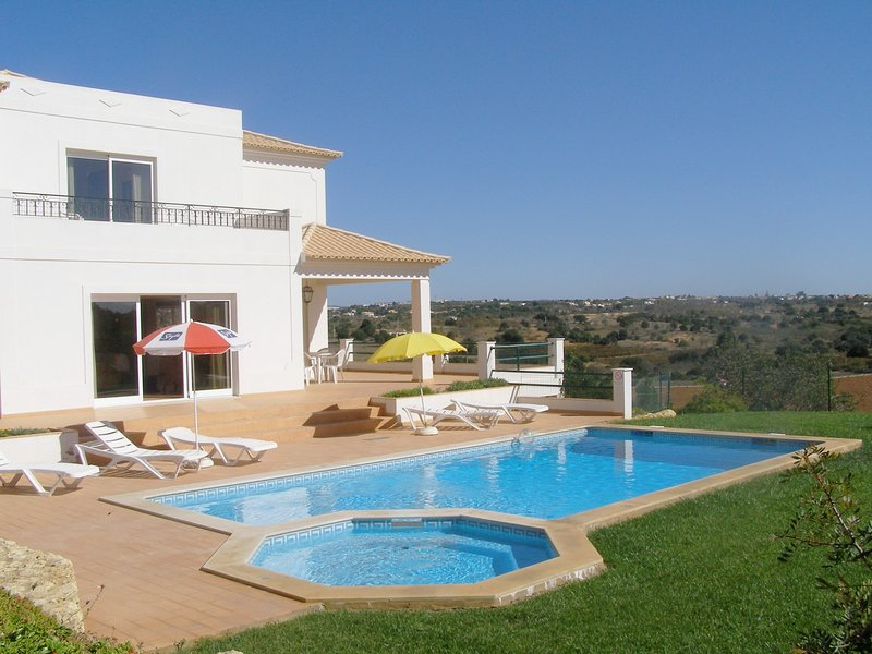 ABF27V4 Moradia em tranquila zona residencia, holiday rental in Patroves