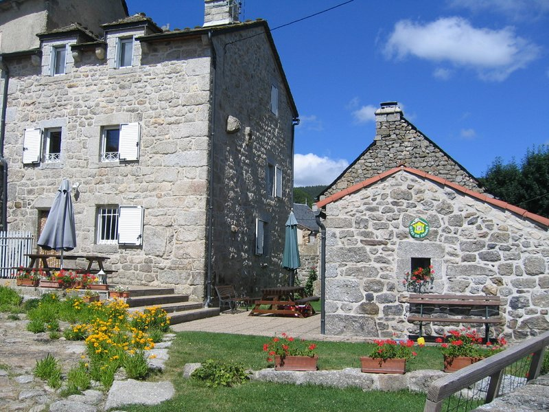 Nice house with mountain view, holiday rental in Saint-Alban-sur-Limagnole
