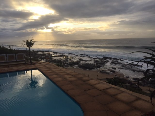 BEACH HOUSE IN TINLEY MANOR BALLITOVILLE., holiday rental in Shaka's Rock