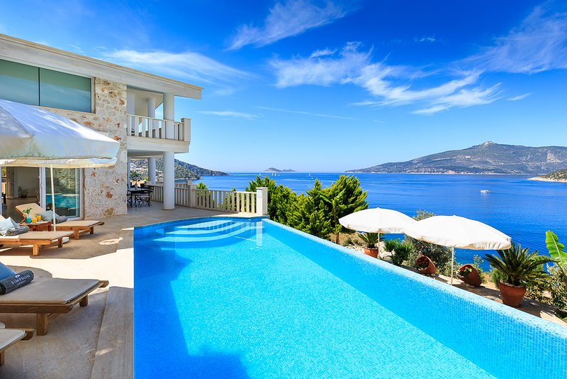 4 BEDROOMS VILLA SEASIDE, location de vacances à Antalya