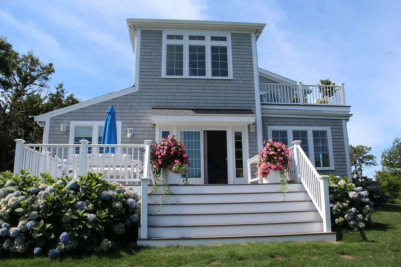 Stunning home with water views and spectacular sunsets, holiday rental in North Chatham