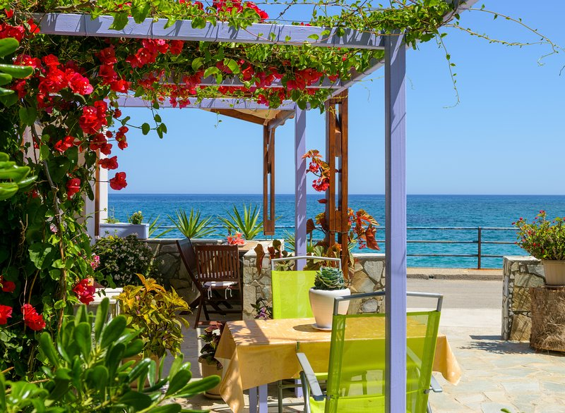 BY THE BEACH, ideal for family, holiday rental in Epano Sisi