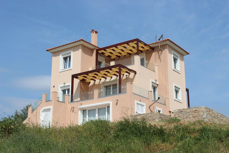 "Νewly built ""Melilofos Panorama"" is at  the top of a hill on a family farm., holiday rental in Oxilithos"