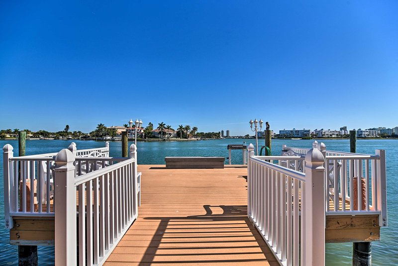 This waterfront condo has everything you need for your Sunshine State holiday.