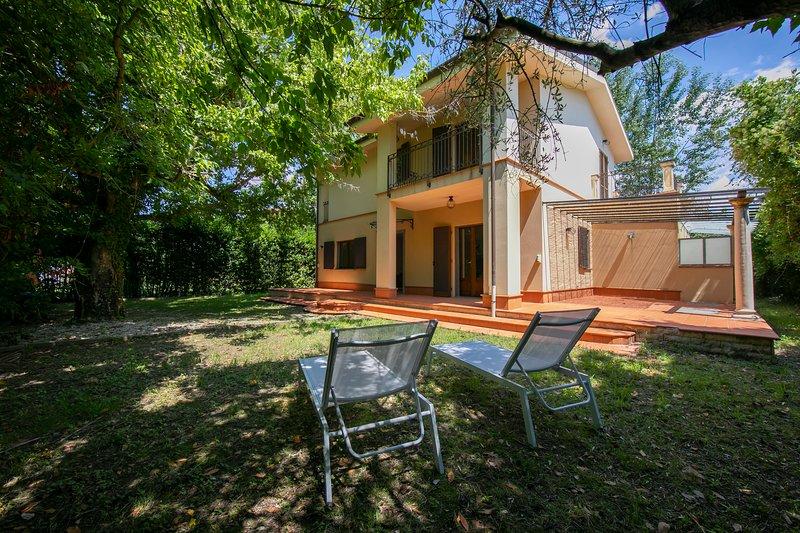 La villa était moderne et récemment construite