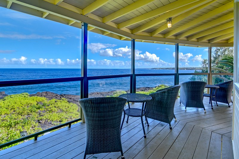 Kahikole: Oceanfront luxury in Hawaiian Paradise Park: views from the upper deck
