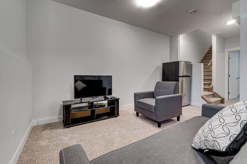 Cozy Lower suite close to Downtown 41 Calgary, location de vacances à Cochrane