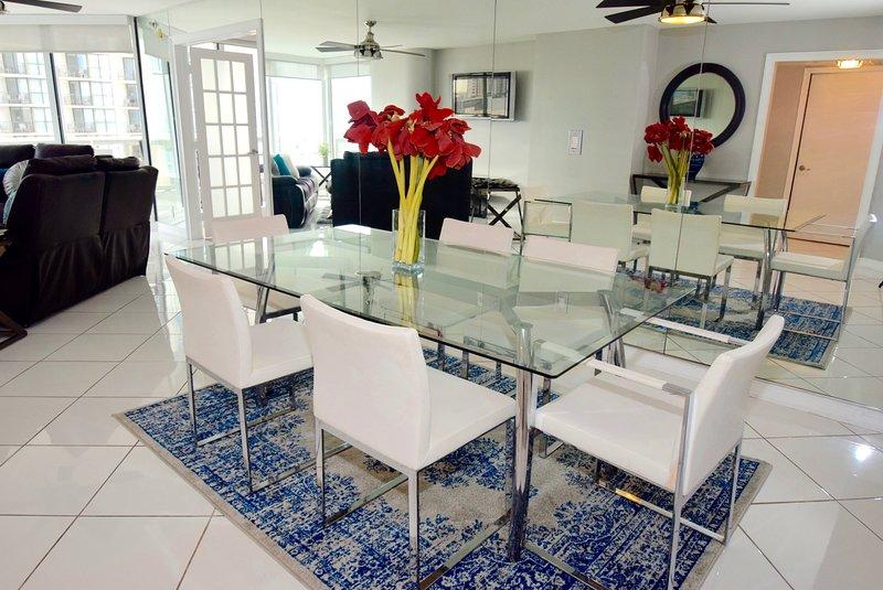 Sala da pranzo per 6, posti a sedere in cucina per 2