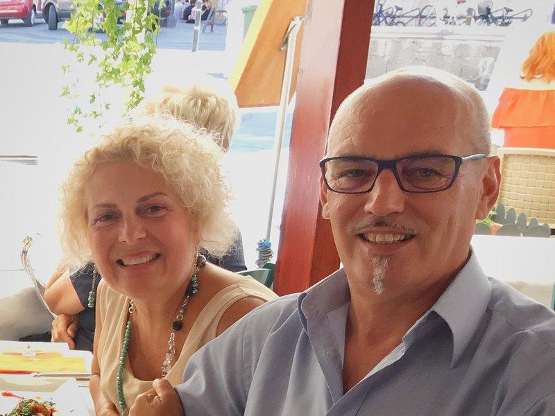 Maurizio, notre responsable local, parle anglais et, avec son épouse Laura, peut vous aider pour presque tout.