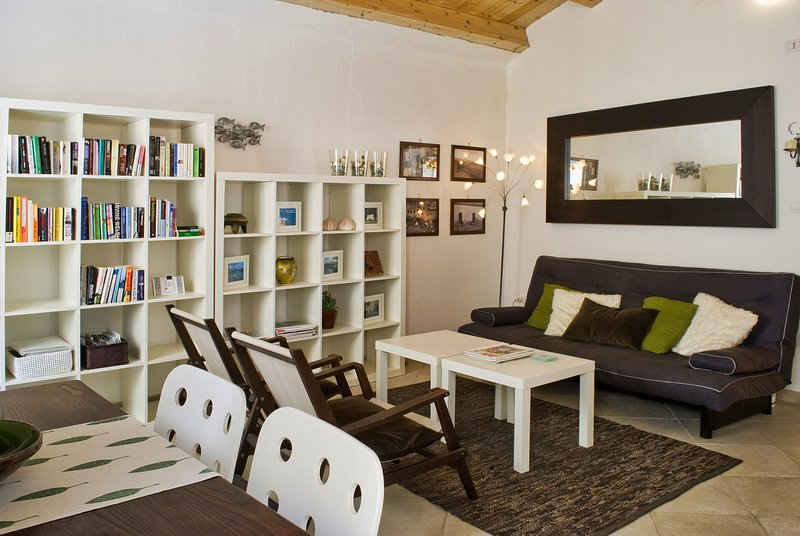 Light-filled apartment in old Alghero centre; free wifi, air-con - Casa Raffaela, holiday rental in Alghero