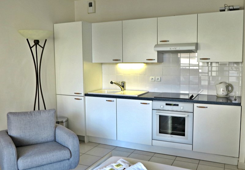 Modern and Cosy Studio in Luxurious Residence with Balcony, vacation rental in Cannes