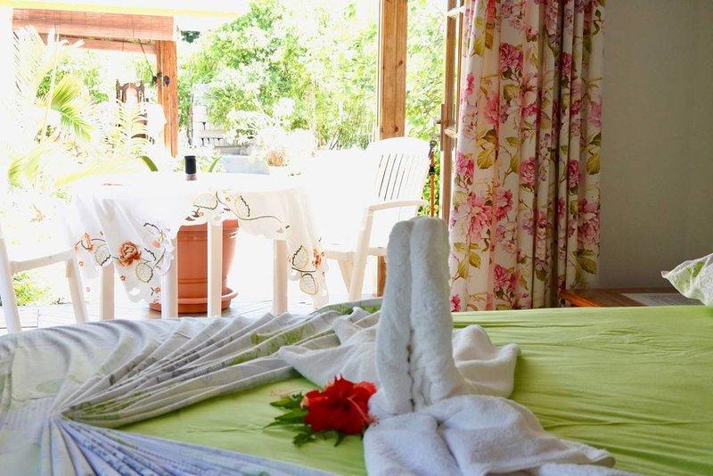 Chambre WHITE ORCHID - B&B Beryl, location de vacances à La Digue Island