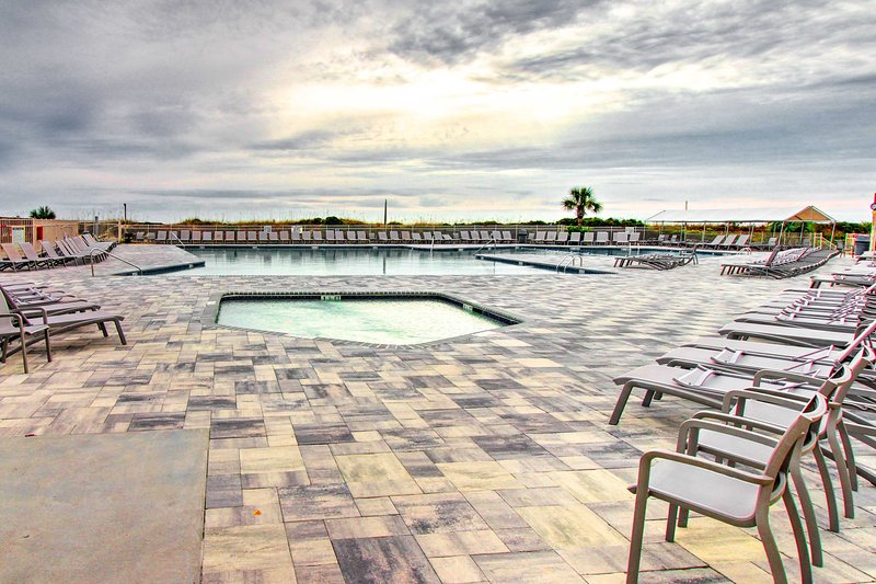 You'll have access to a beachfront pool, 12 tennis courts, and more!