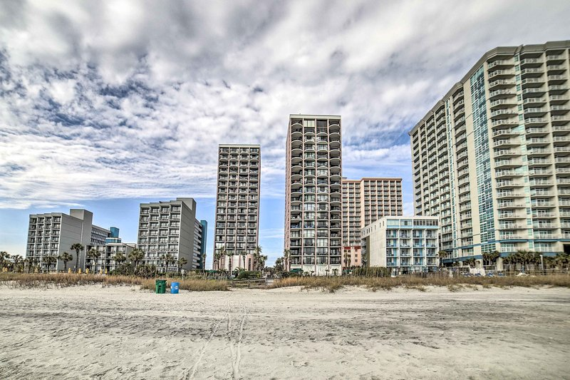 Este condomínio costeiro está situado no coração de Myrtle Beach!