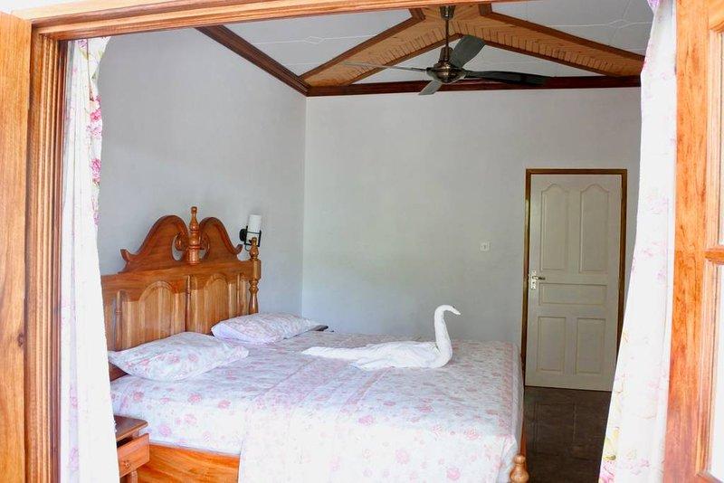 BLUE ORCHID chambre d'hôte - Chez Beryl, location de vacances à La Digue Island