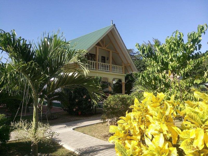 Villa Kerlan / Chalets Anse Reunion next to beach, location de vacances à La Digue Island