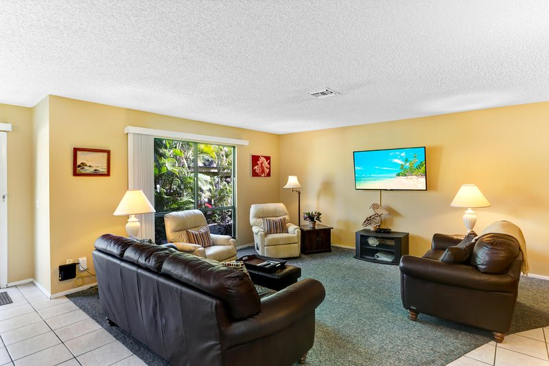 Living Room with 55' HD TV
