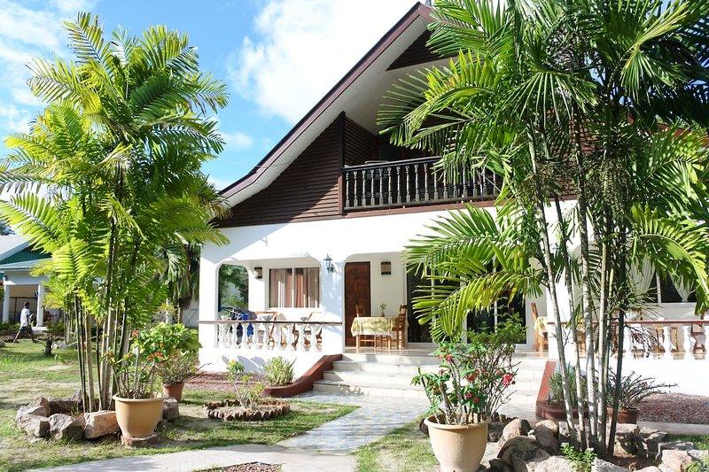 Chambre CORAIL BLANC - Terrasse privée, location de vacances à La Digue Island