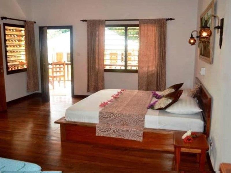 Grand bungalow BALYE KOKO - 5mn from the sea side, location de vacances à La Digue Island