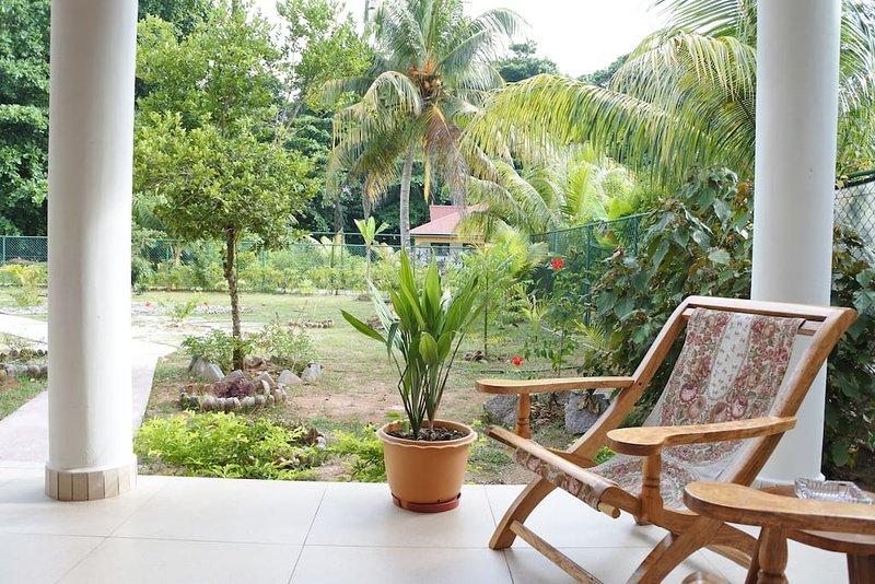 Bungalow RED COCO - Quiet - 2 to 3 people, location de vacances à La Digue Island