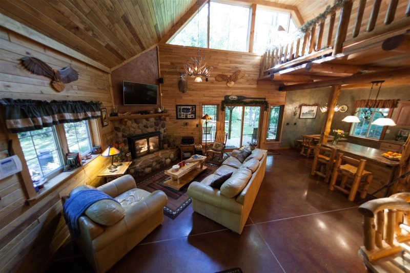 Loon Bay Lodge Cabin Wisconsin Northwoods, holiday rental in Harshaw