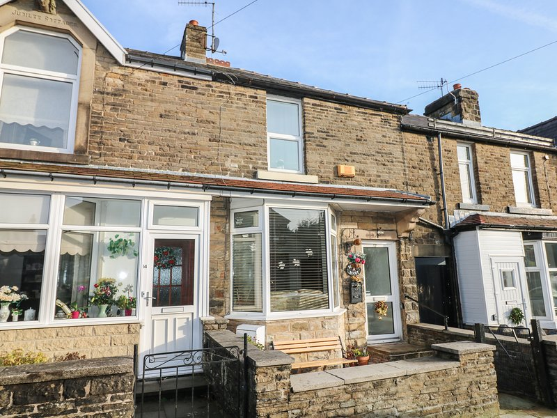 ROBIN'S ROOST, open-plan, centre of Buxton, Peak District National Park, Ref, holiday rental in Buxton