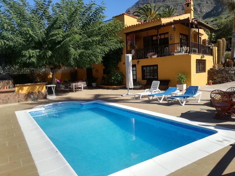 Nice apt with pool access & terrace, holiday rental in Cercados de Espinos