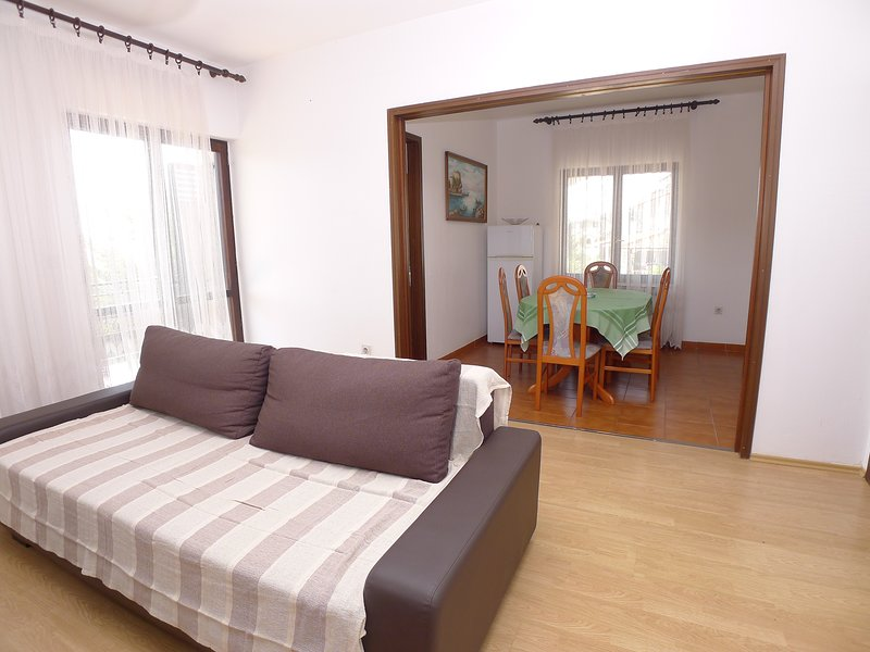 Apartment for eight persons with three bedrooms and swimming pool located 450m, alquiler vacacional en Pjescana Uvala