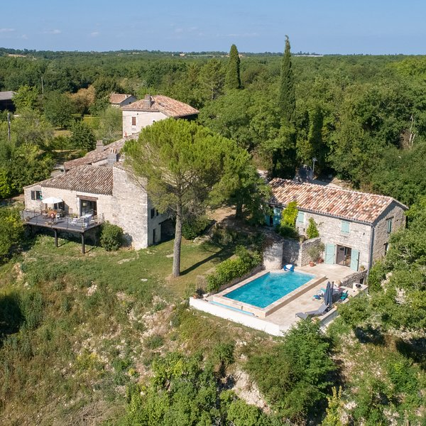An overview of Mas du Loup Quercy: the main house and the holiday house wit the pool