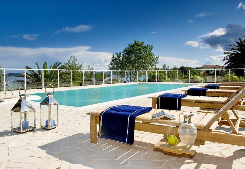 Villa Grande Orebic – Luxurious pool villa near the beach, Peljesac, vacation rental in Orebic