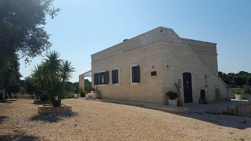 Stunning new build villa, casa vacanza a Sorbola