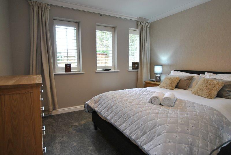 1 Elizabeth Court by Accommodation Windsor, holiday rental in Wraysbury